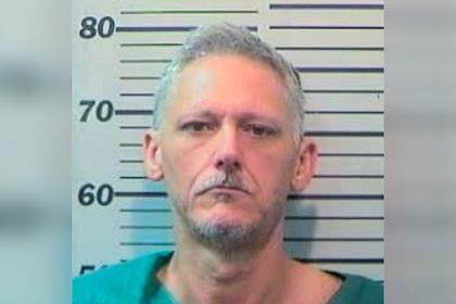 Любовник больше года тайно прожил в доме женщины и подстрелил ее мужа