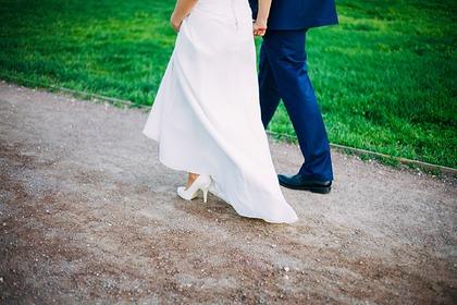 Свекровь тайно надела подвенечное платье на свадьбу и разозлила невесту